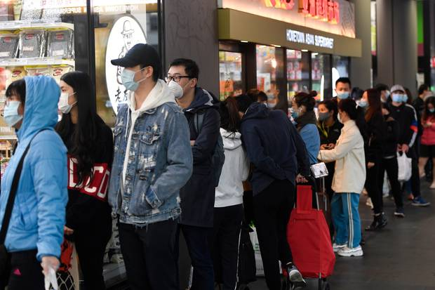 People line up to enter a supermarket hours before a citywide curfew is introduced in Melbourne. Photo / AP