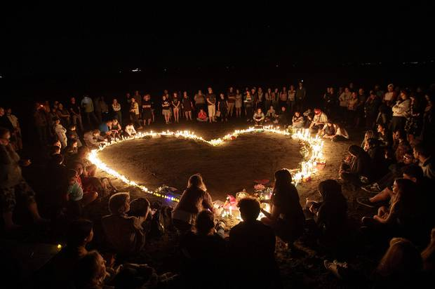 A vigil on Takapuna Beach in memory of the victims of the Christchurch Mosque shootings. Photo / Chris Loufte