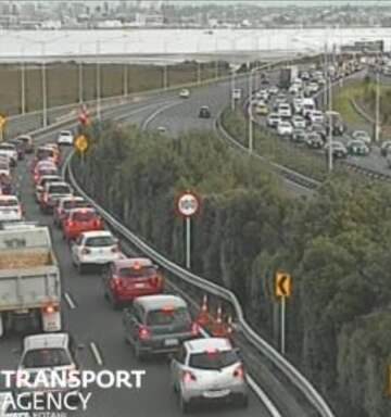 Live traffic: Breakdowns causing delays on Auckland's Northern