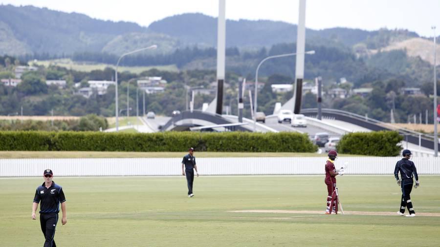 Bracewell, Astle shine as New Zealand take 1-0 lead