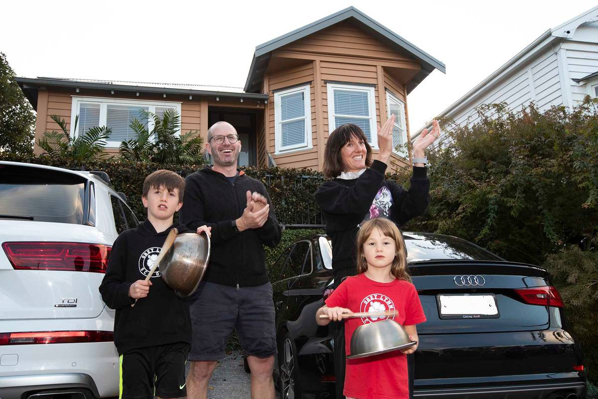 Covid 19 coronavirus: Grey Lynn residents join in appreciation for frontline workers