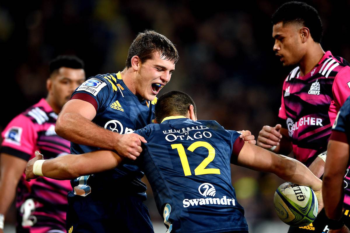 Super Rugby Aotearoa: Highlanders stun Chiefs with last-gasp drop goal