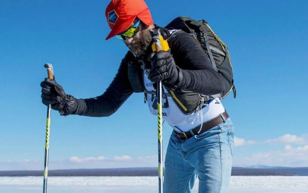 man-completes-ultra-marathon-across-frozen-mongol-lake-in-jeans-after-luggage-goes-missing
