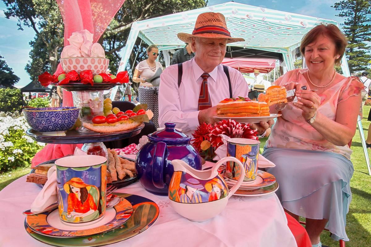 Napier Art Deco Festival announces ban on 'BYO' alcohol, except for Gatsby picnic