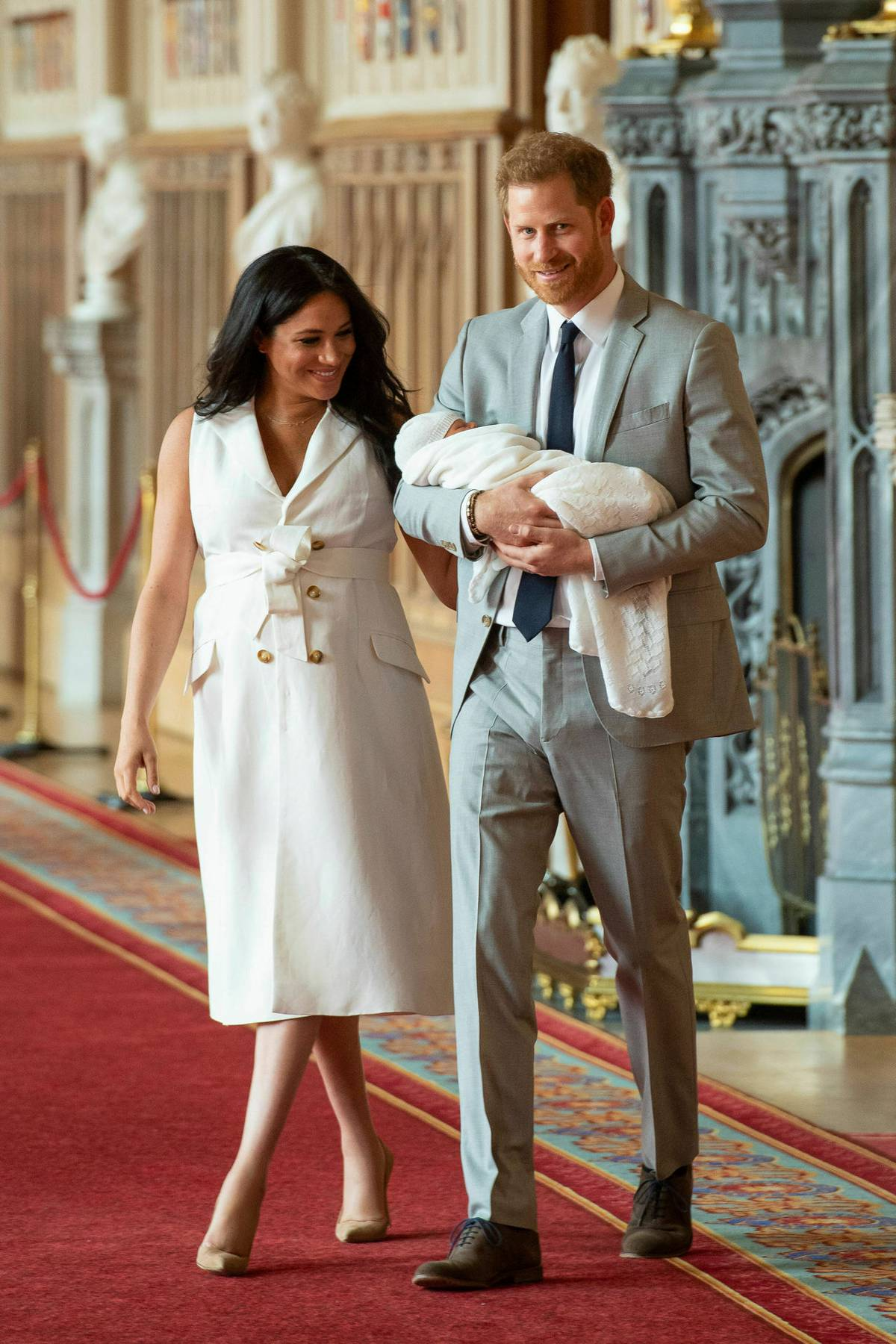 Baby Archie: Meghan praised for natural new mum look in first photos