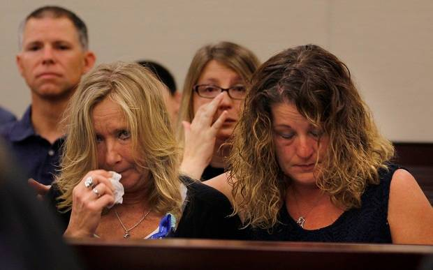 Tammy Weeks, left, mother of murder victim Nicole Lovell, reacts to testimony during the sentencing phase of the Natalie Keepers trail. Photo / AP