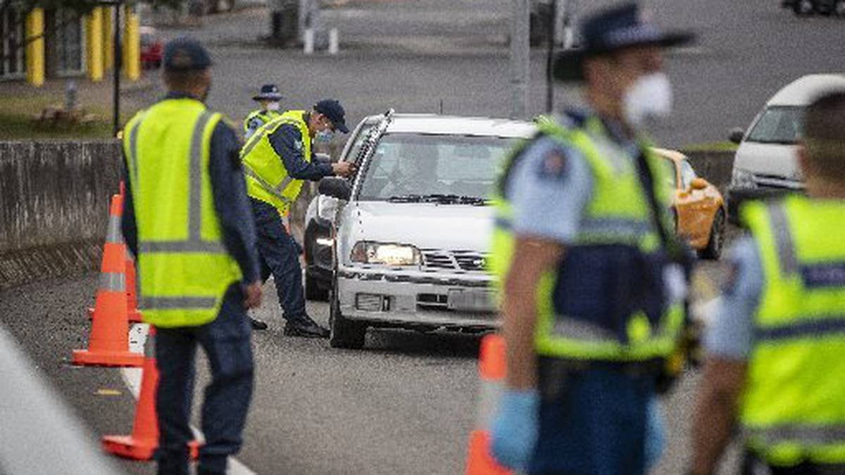 Covid 19 coronavirus: Thousands of vehicles turned around at Auckland's borders during level 3
