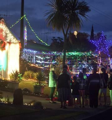 Christmas Lights On Houses.Rotorua Christmas Lights Trail Opens With 23 Houses Nz Herald