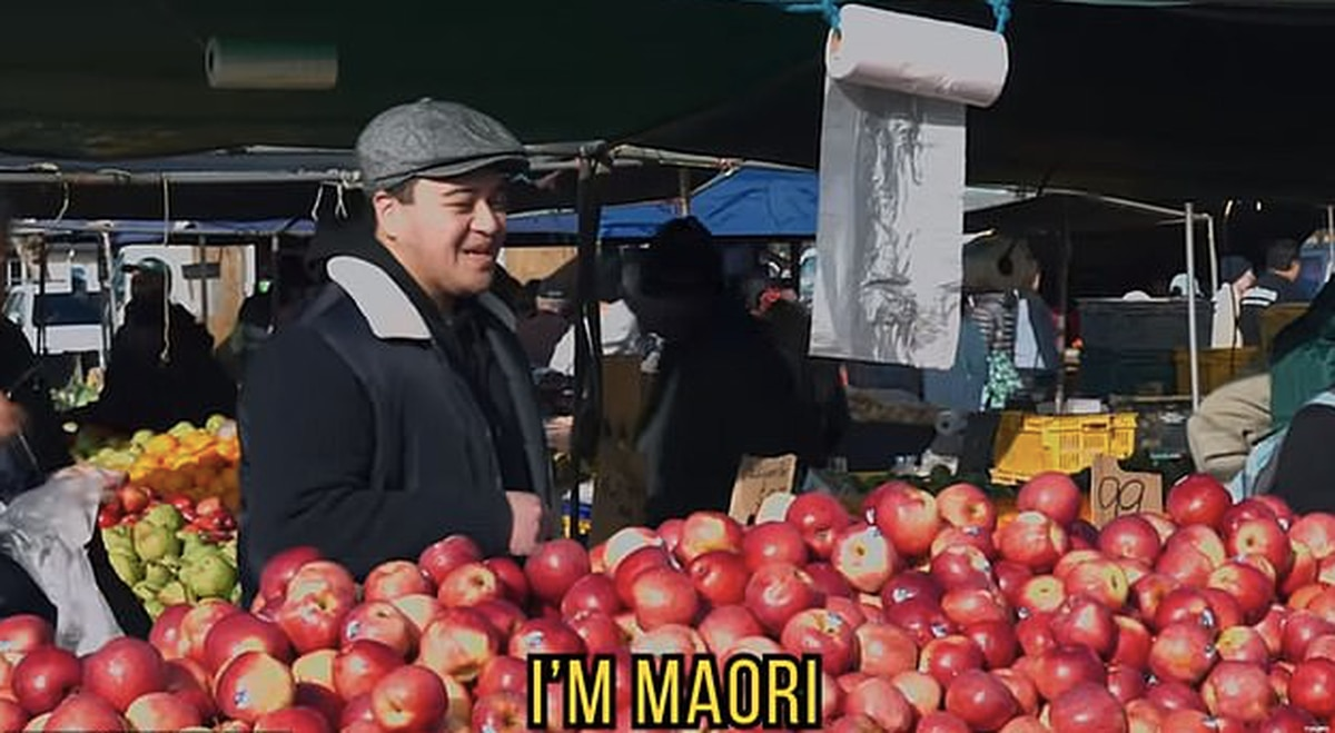 Māori man stuns Avondale Market workers by speaking fluent Mandarin