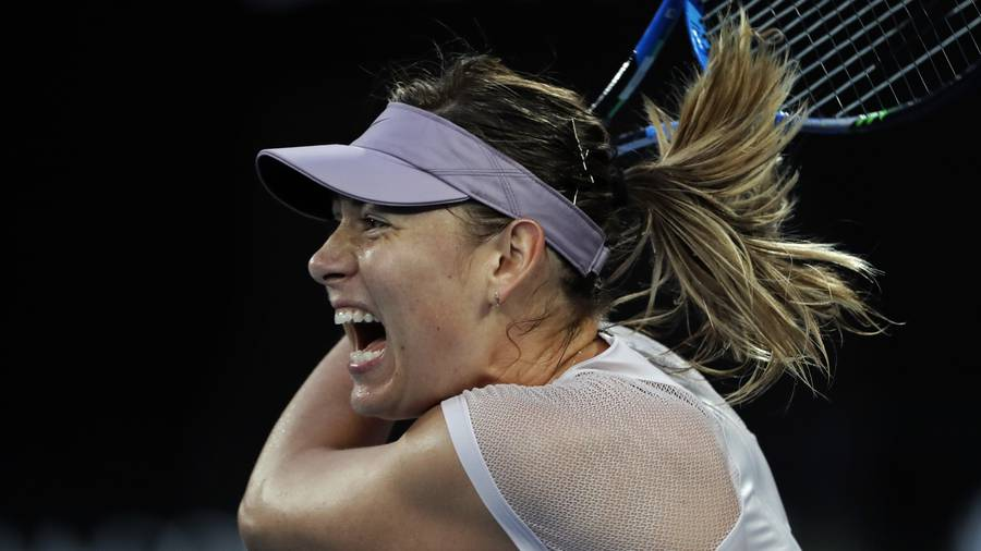 Angelique Kerber edges out Sharapova, advances to Australian Open 4th round