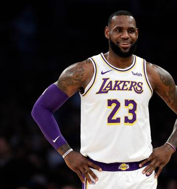 wholesale dealer a5f08 3a052 LeBron James apologises for 'Jewish money' Instagram post ...