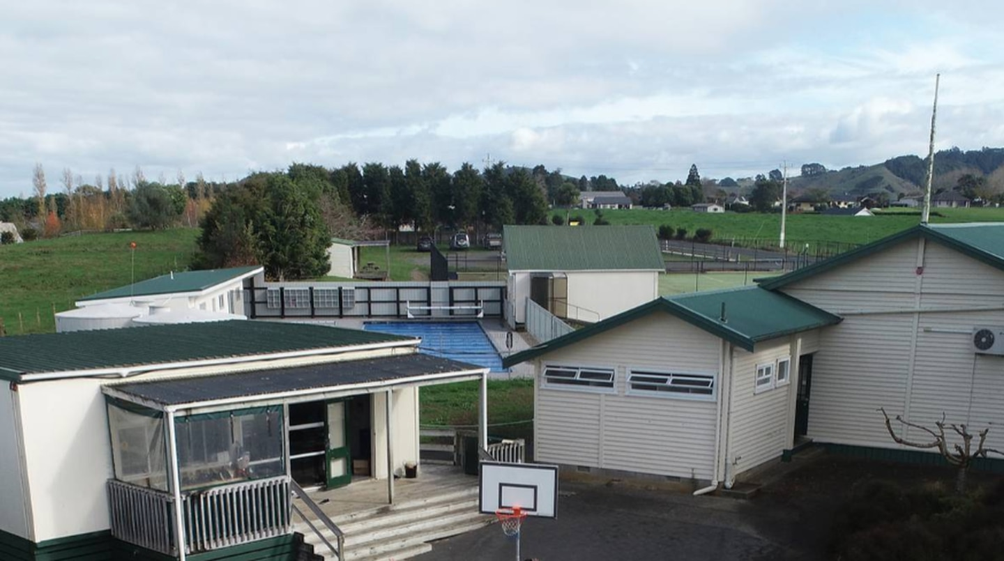 Two students at Mangatangi School on the Hauraki Plains have tested positive for covid-19/ Photo / File