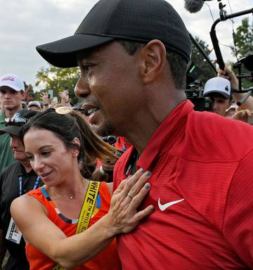 09cc81a308258 ... Tiger Woods and his girlfriend Erica Herman celebrate after the final  round of the Tour Championship