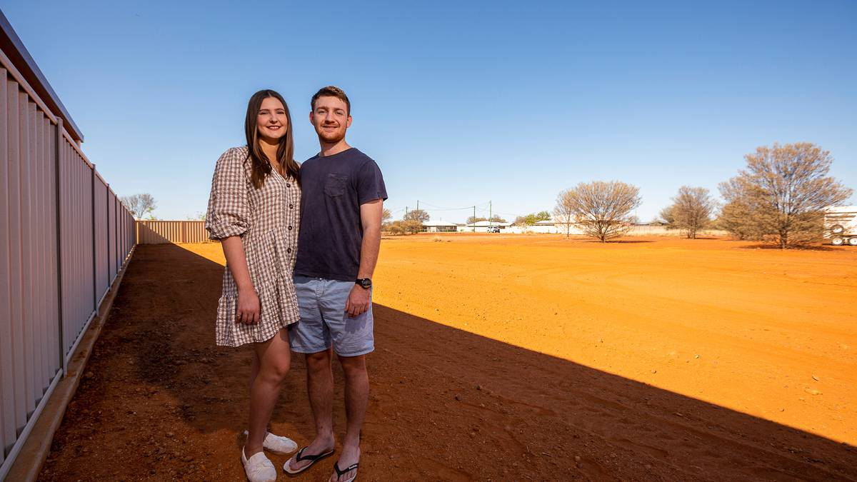 Image Australian Outback town offered free land. The response was overwhelming