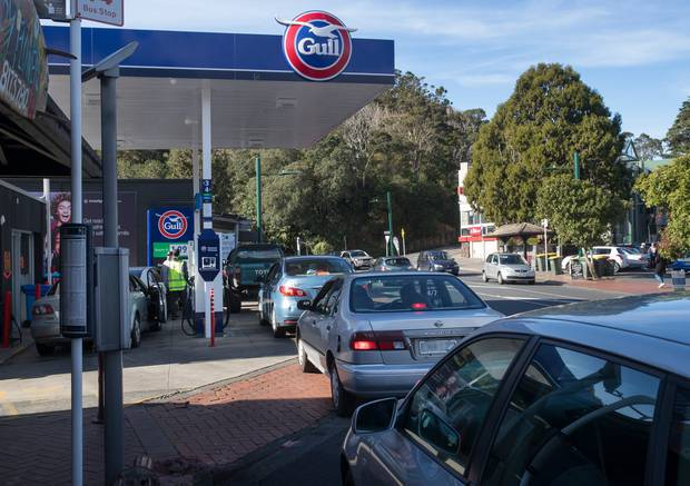 Motorists queue up for petrol yesterday ahead of Auckland fuel levy kicking in. Photo / Brett Phibbs