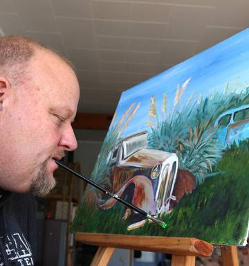 Northland Mouth Painter Has Artwork On International Greeting Card Range Nz Herald