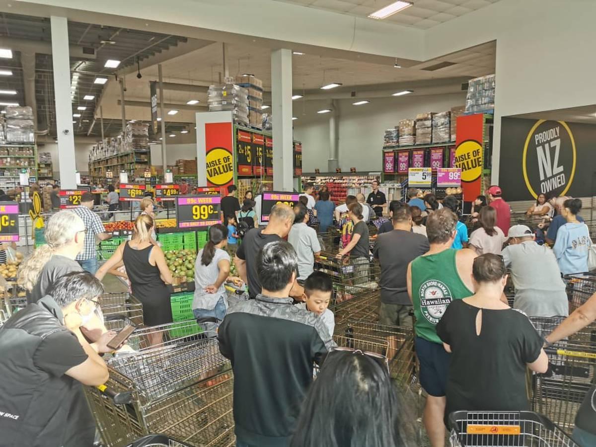 Coronavirus: Customers restricted at Pak'nSave stores as people 'panic buy'