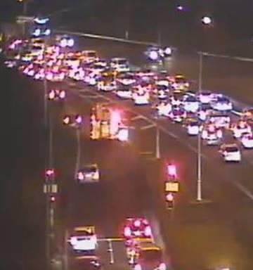 Motorists face lengthy delays after Southwestern Motorway crash - NZ