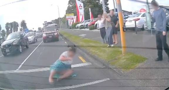 Watch Frightening Footage Of Woman Dragged By Car In South Auckland Nz Herald