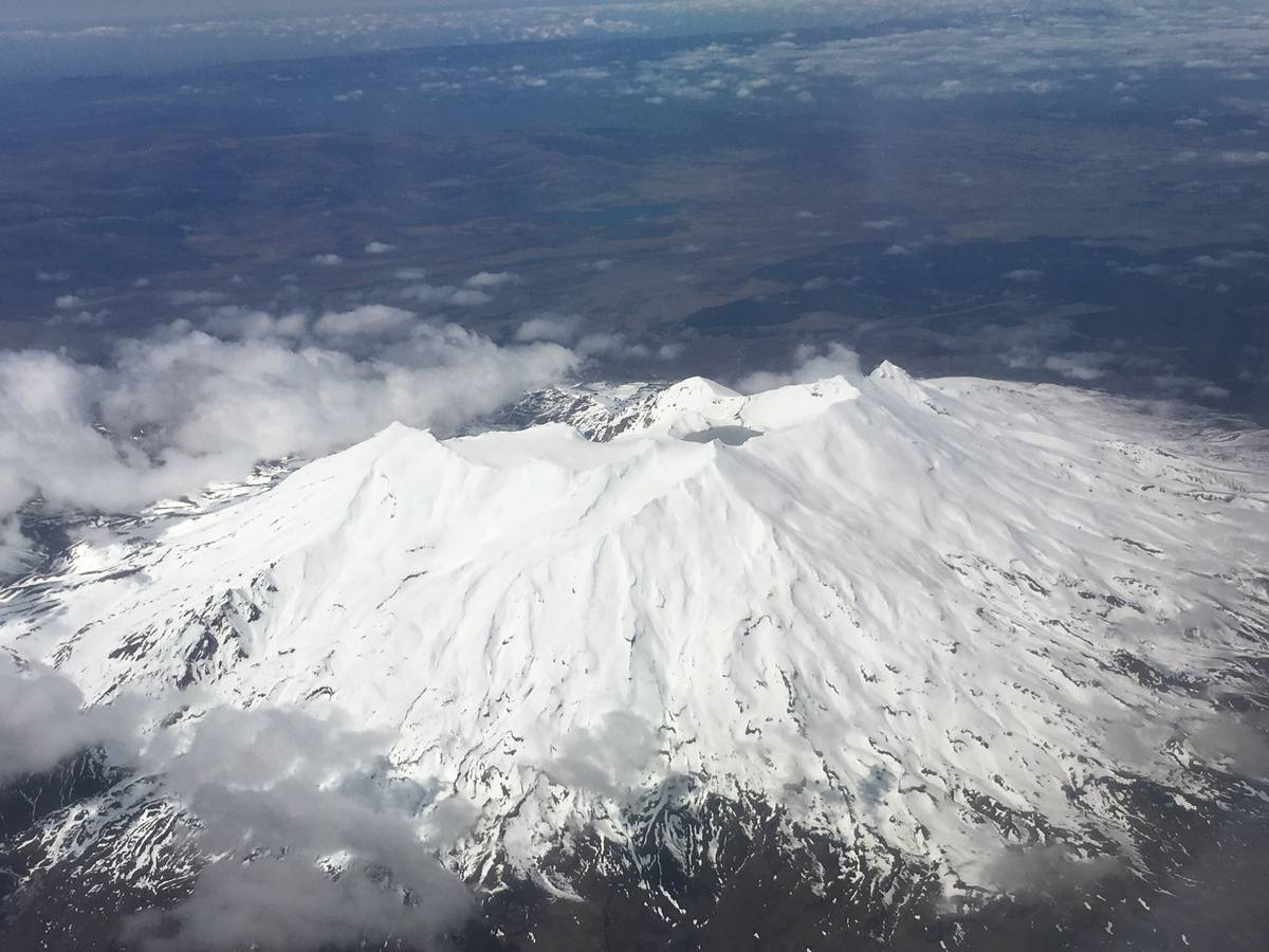 Small set of quakes underneath Mt Ruapehu summit area