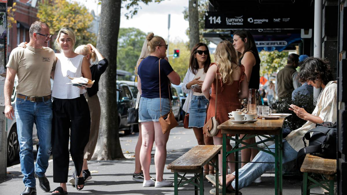 Covid 19 coronavirus: Malls busy, queues at places as Aucklanders enjoy level 2 freedoms