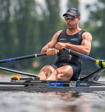 Rowing: Robbie Manson overcomes traffic accident to win