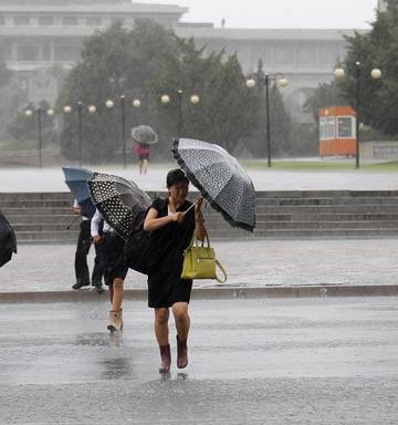 Typhoon in South Korea kills three before moving on to North