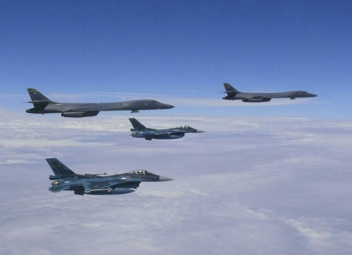 japan-scrambles-fighter-jets-to-intercept-two-russian-bombers