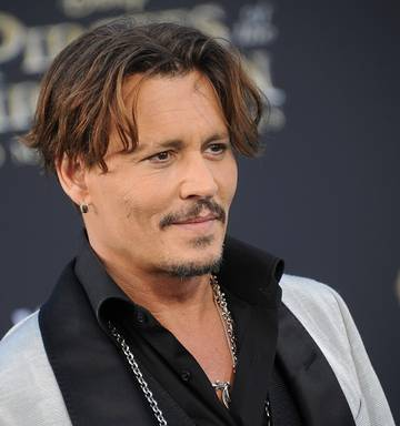 a8ca06a3ec ... Actor Johnny Depp arrives at the premiere of Disney s  Pirates Of The  Caribbean  Dead
