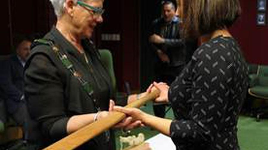 Thousands of New Zealanders break world haka record