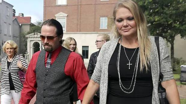 Tammy Moorer (R) forced her husband Sidney Moorer (L) to get a tattoo of her name above his crotch as