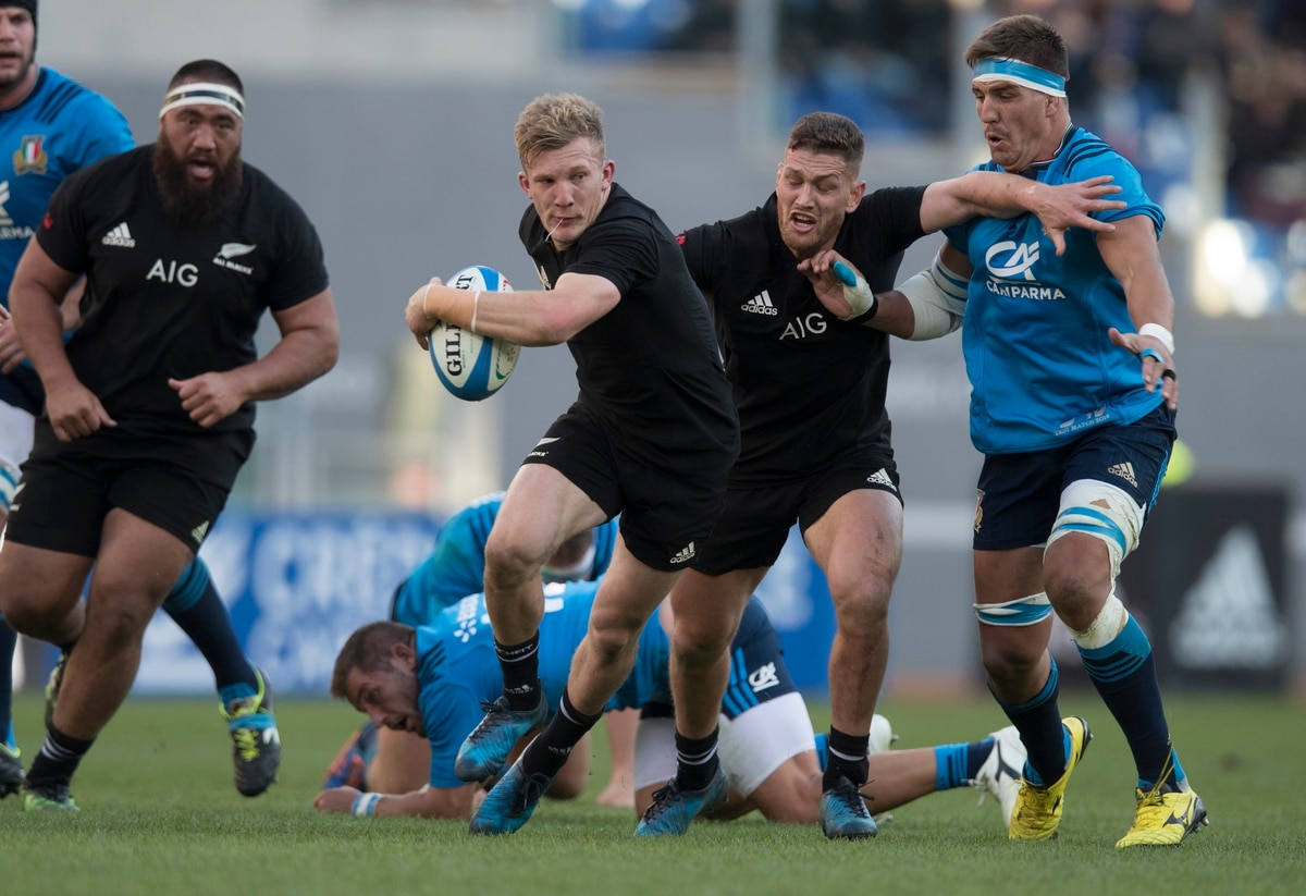 Damian McKenzie called up for All Blacks