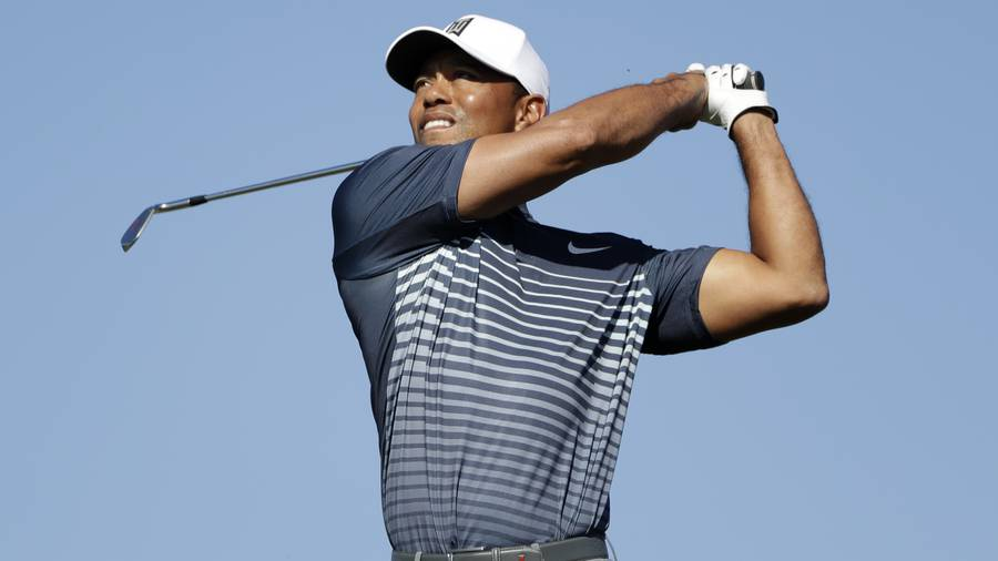 Woods likely makes cut at Torrey Pines after birdie on final hole