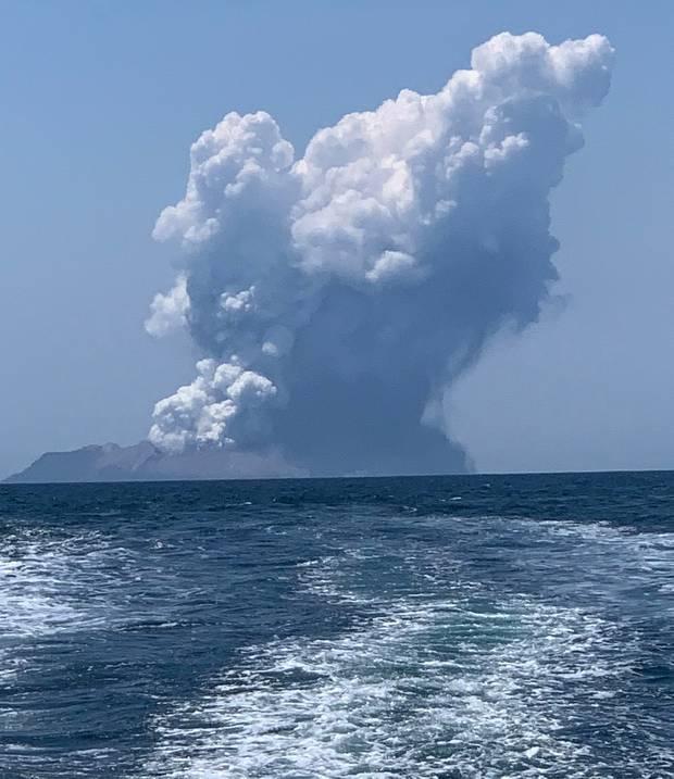 Massive plumes of smoke from Whakaari/White Island. Photo / via zurraspismo on Twitter