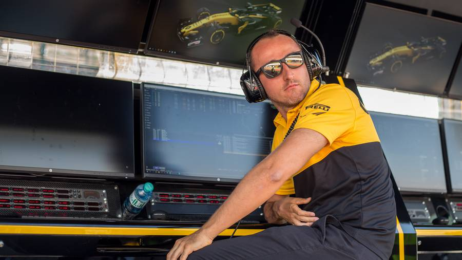 Kubica steals the show in Hungary