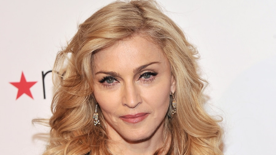 Madonna seeks to stop auction of Tupac letter