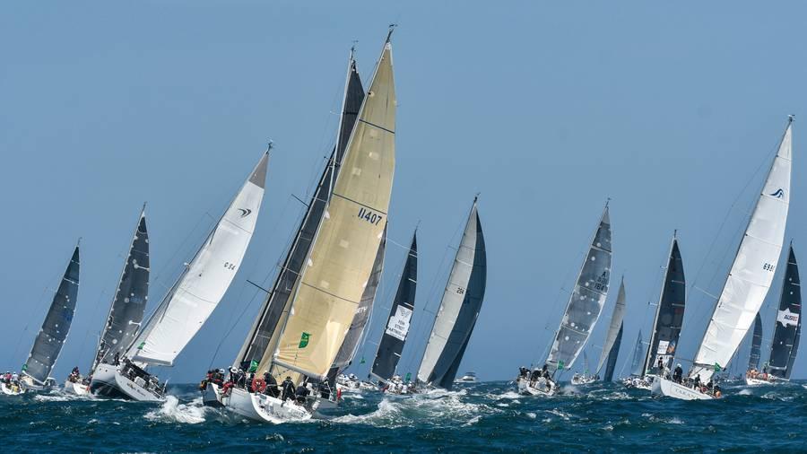 Near collision at start of Sydney-Hobart yacht race