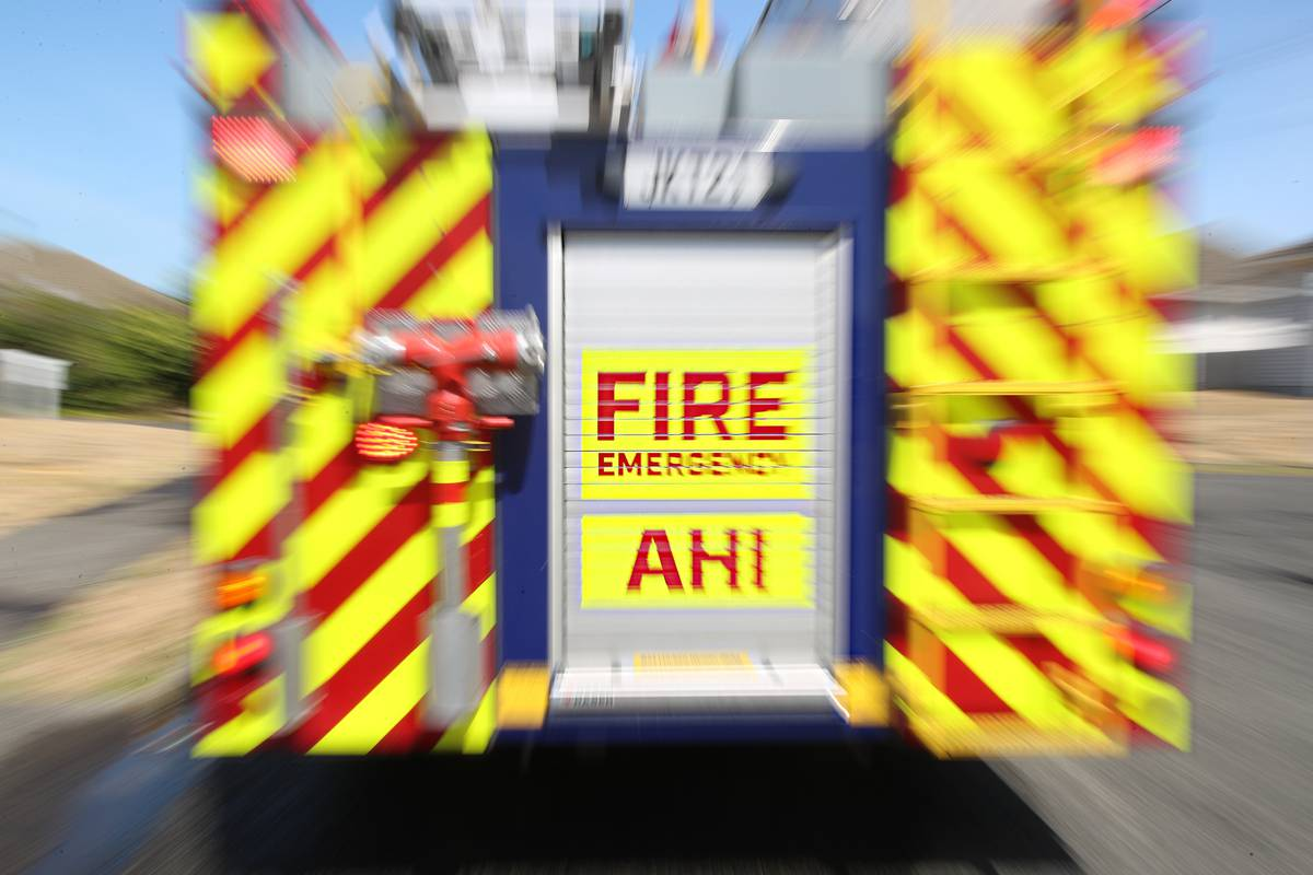 Three people trapped in Auckland car crash in South Auckland