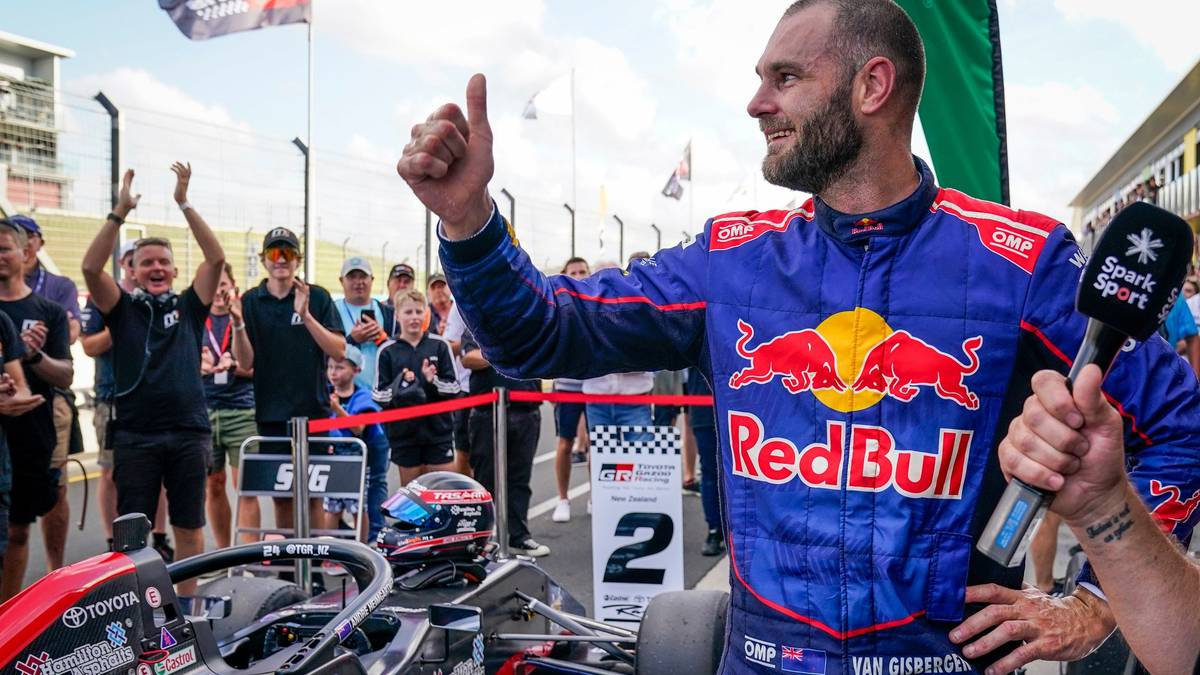 Motorsport: Shane van Gisbergen wins New Zealand Grand Prix from last