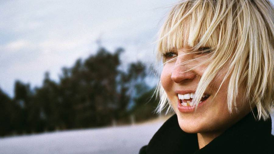 Sia gives out her nude photo 'free'