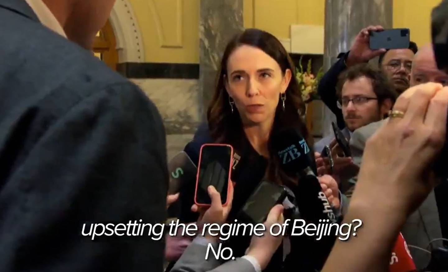Australian journalist Tom Steinfort joined the media scrum at Parliament to lob questions at Jacinda Ardern.
