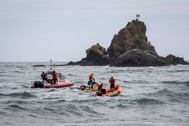 Emergency services and Surf Life Saving respond to missing swimmers, Whatipu Beach, Auckland. New Zealand Herald photograph by Michael Craig