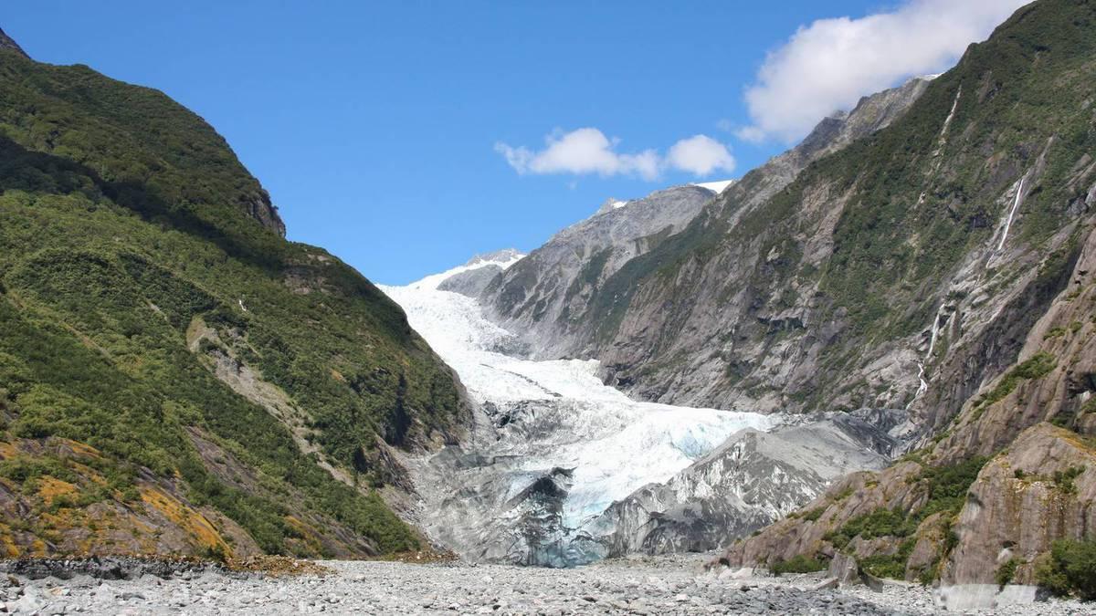 Covid 19 coronavirus: Fox Glacier and Franz Josef drowning, hundreds of jobs lost - NZ Herald